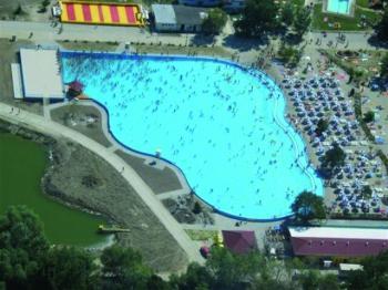 Štůrovo - bazén s mořskými vlnami