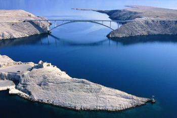 Pag - Pažský most z pevniny na ostrov