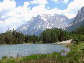 Jezero Weissensee s křišťálově čistou vodou - Jezero Weissensee